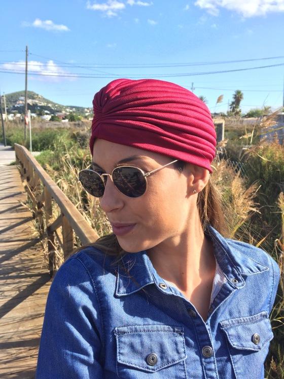 Turbante, vestido vaquero, botas mosqueteras, bolso pelo, como combinar un turbante, ibiza, eivissa, ibiza fashion blog, blog de moda