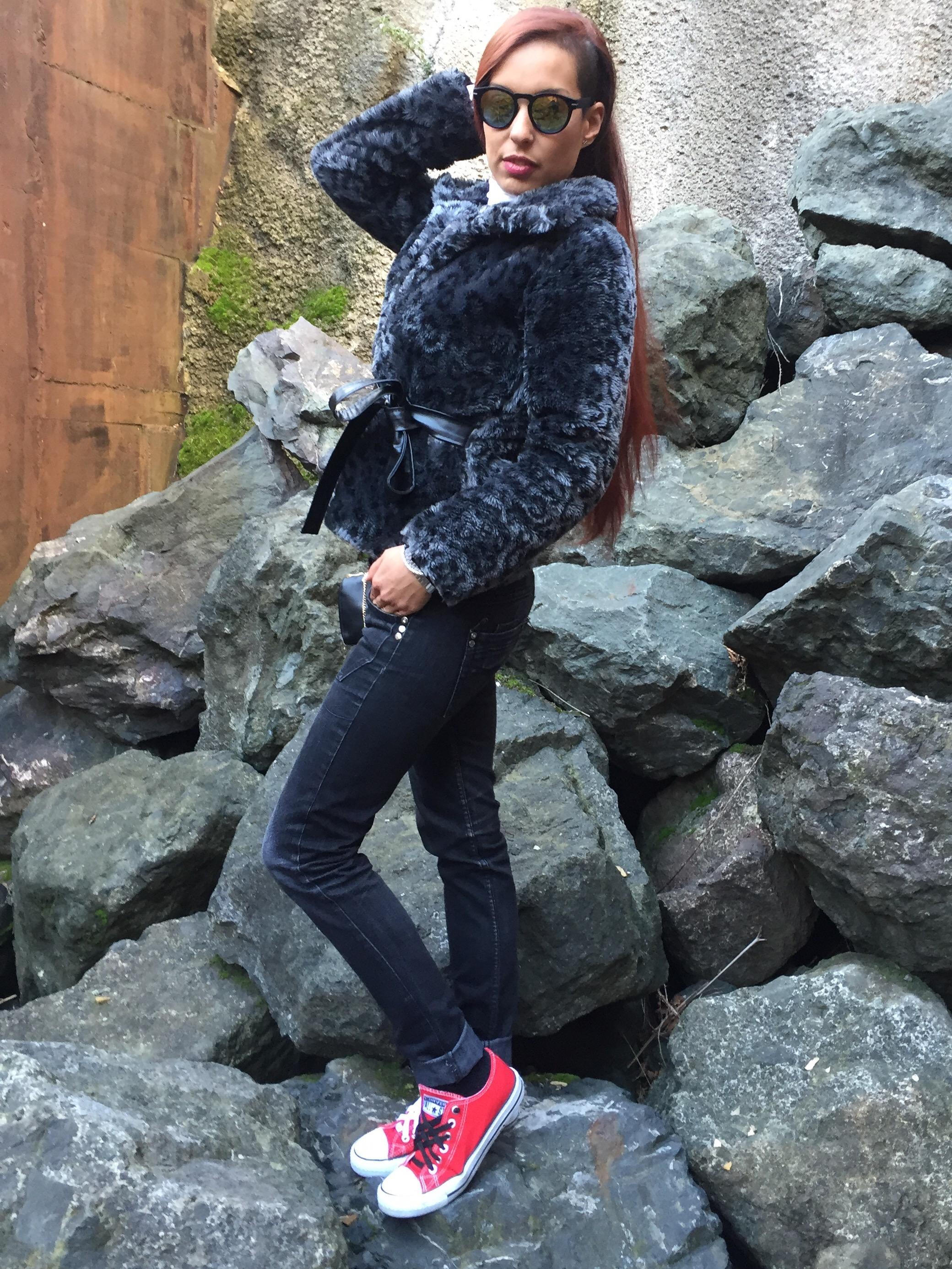 abrigo de pelo + converse