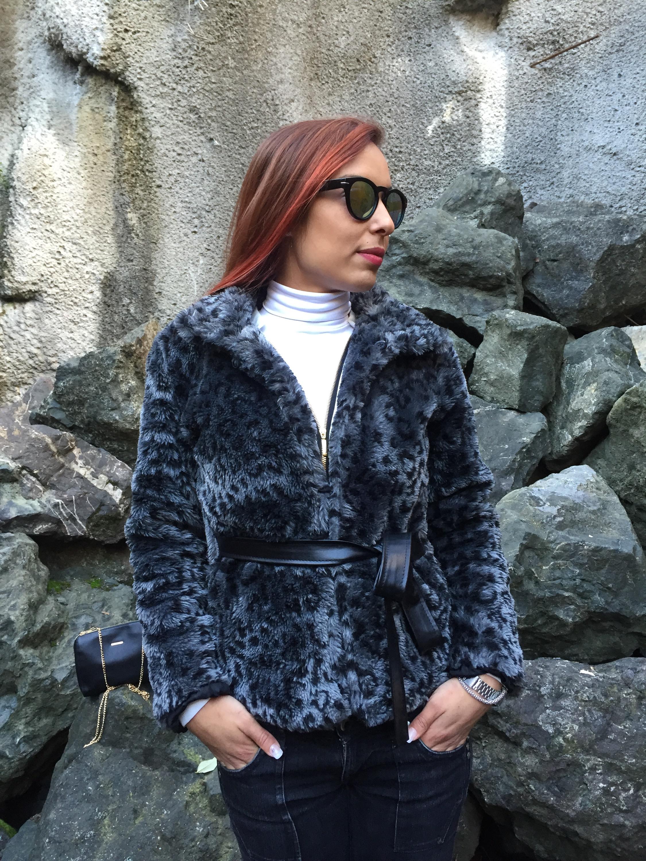 abrigo de pelo de leopardo + converse