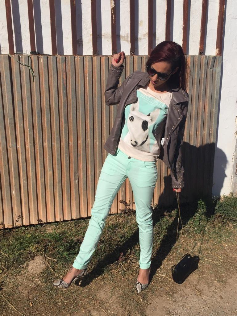 Como combinar pantalones verde menta