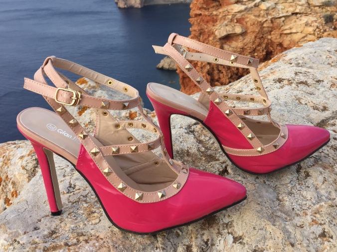 zapatos con tiras y tachuelas new chic