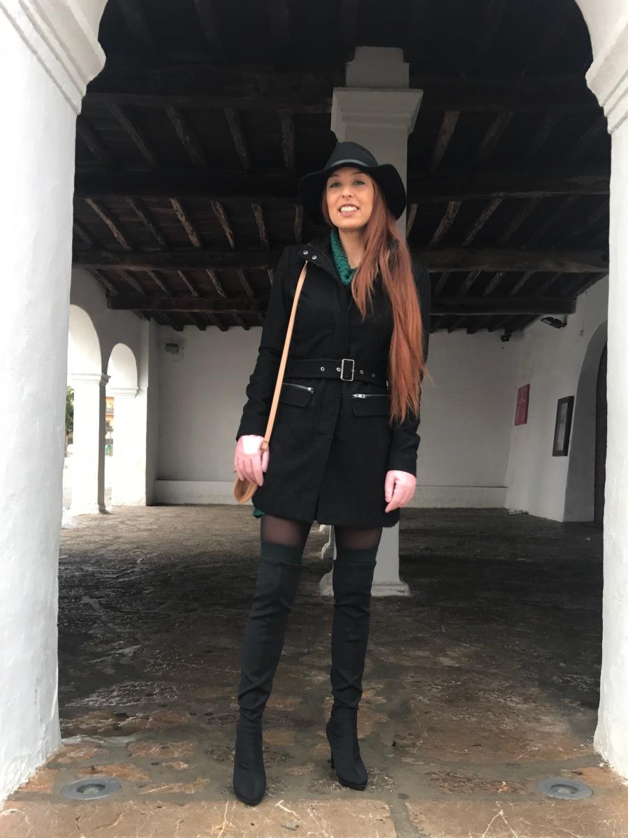 Look para el frío: Vestido de punto y botas altas