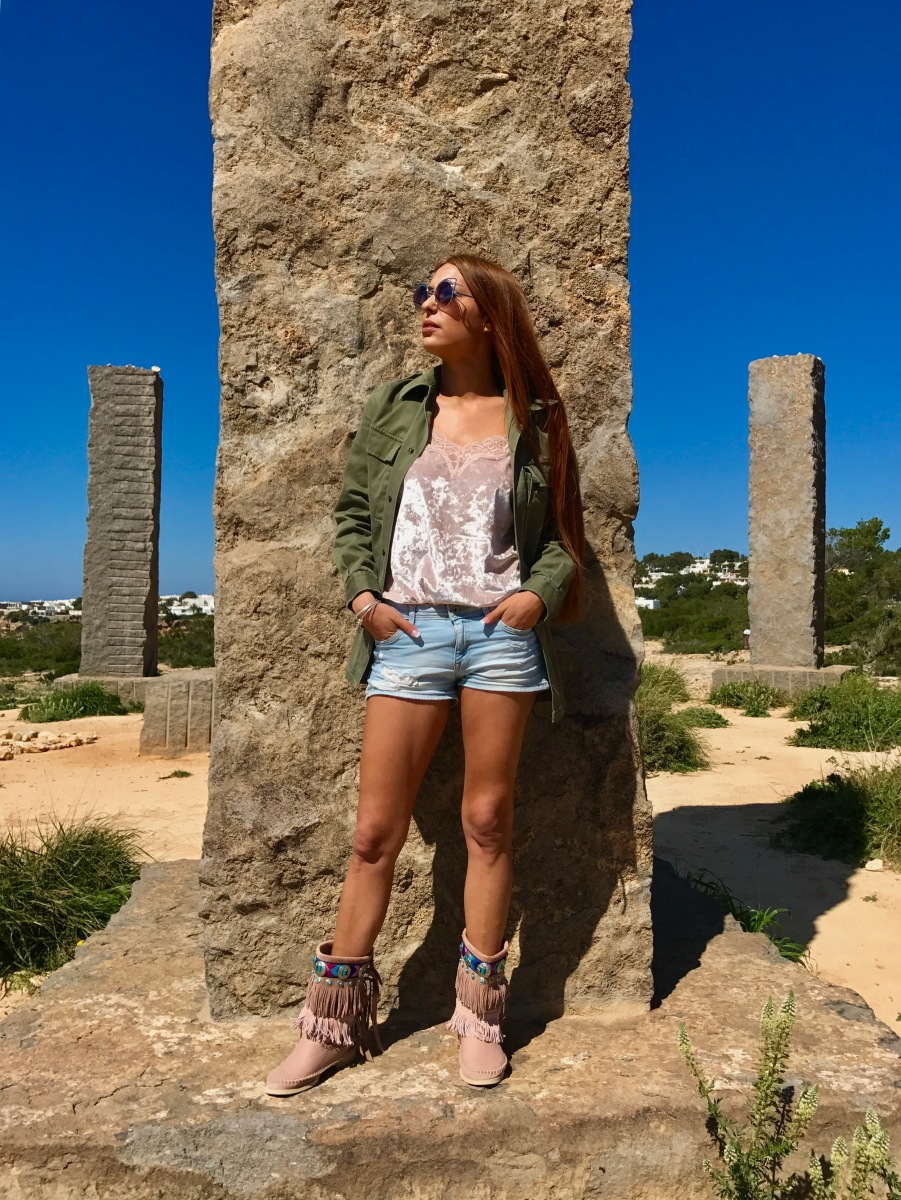 Hector Riccione: Botas Ibiza Ruggine en un look para primavera