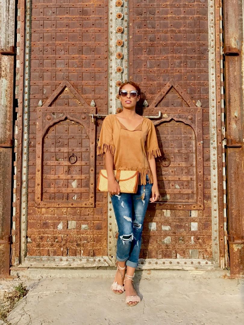 b83bc039a6 Look boho chic con camiseta de ante y flecos – Mi cóctel de moda – Ibiza  fashion blogger   influencer