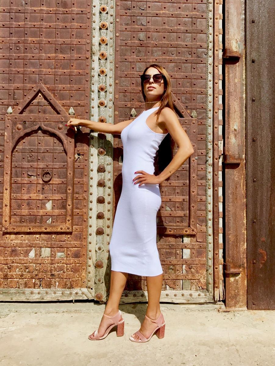 Look vestido blanco ajustado